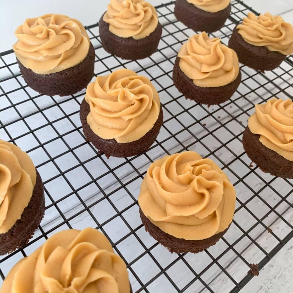 Mini Vegan Peanut Butter and Chocolate Cakes